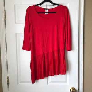 Red 3/4 sleeve pleated tunic
